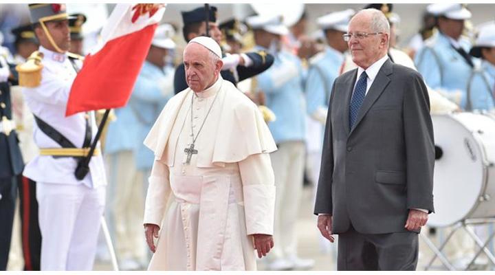 Llegó a Perú el Papa Francisco, en visita oficial de tres días