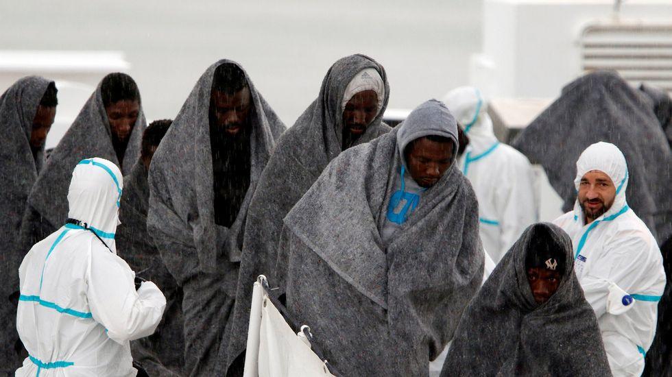 en el mismo episodio, 279 inmigrantes lograron ser rescatados anoche por guardacostas libios en la misma zona del naufragio, frente a las playas Zawiya, en el oeste de Libia.