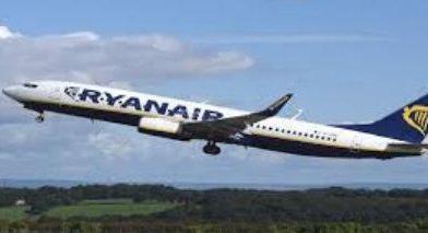 Trabajadores de la aerolínea española Ryanair inician huelga