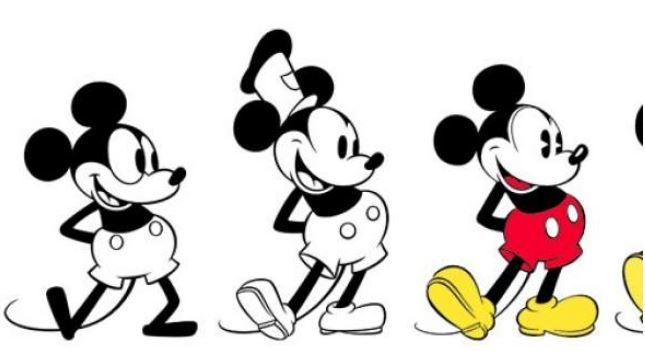 Mickey Mouse sopla 90 velas