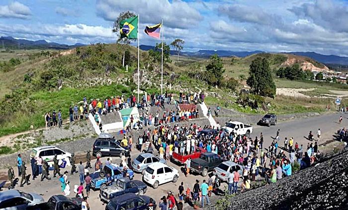 Fuego provocado por las balas a la población indígena y oriundos de la zona