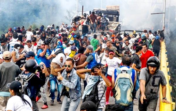 Una batalla por la Ayuda Humanitaria