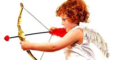 Un ángel con arco y flechas